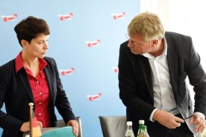 The German nationalist party AfD is facing a civil war between its two national leaders: Frauke Petry (left) and Jörg Meuthen.